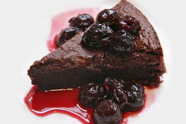 Chocolate-Orange-cake-with-Black-Cherry-Balsamic-Glaze
